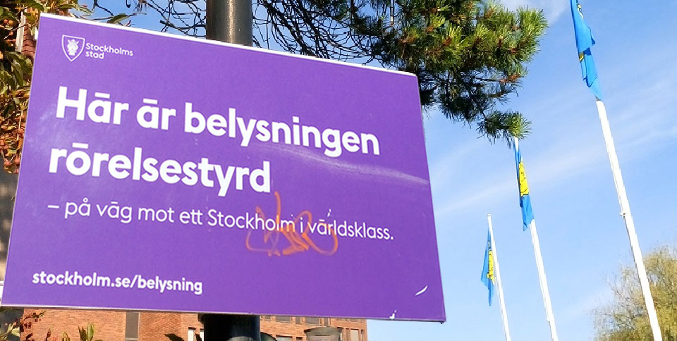 A sign about smart lighting with motion sensors in Stockholm