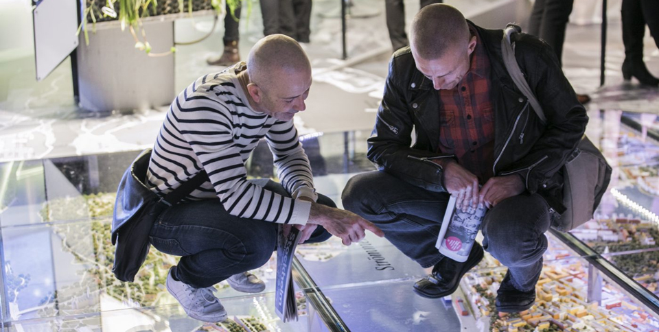 Two men are looking at a map at the floor in Stockholmsrummet